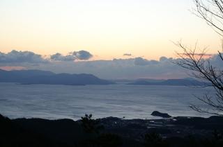 貝殻山展望台から見た日の出前の景色