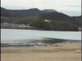 ライトプレーンのテスト飛行(その1) 最長飛行到達距離を記録!(目測60m)