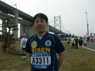 瀬戸大橋を背景に記念撮影