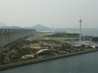 瀬戸大橋橋上から眺める瀬戸大橋記念公園と番の州