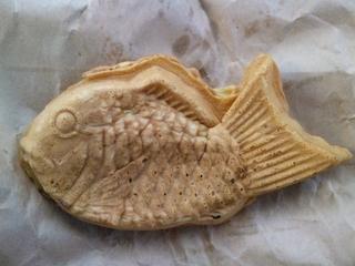 吉備津神社の出店で買った鯛焼き