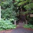 屋敷の滝へ向かう遊歩道の入口